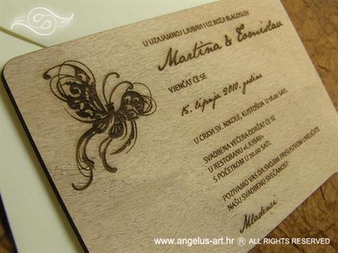 drvena pozivnica s leptirom i gravurom