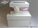 kutija za novce sa roza trakom i ruzom