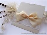 luksuzna pozivnica sa cipkom i masnom krem boje