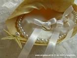 školjka za prstenje s mašnicama i perlicama
