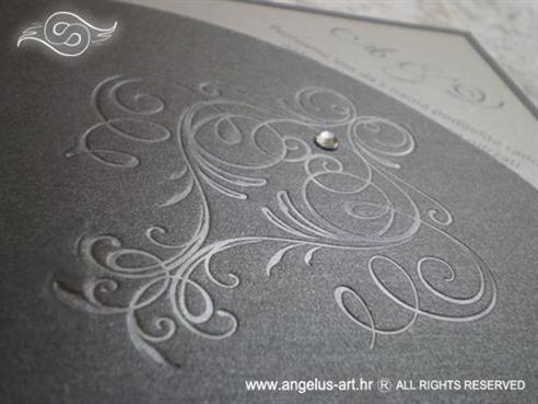 tamno srebrna pozivnica za vjenčanje u obliku dijamanta s cirkonom