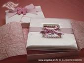 Satenska tvrdo ukoričena čestitka s rozim dudama